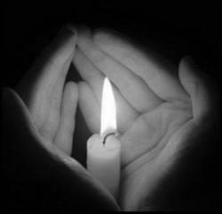 ПРОЩЕ ПОГАСИТЬ В СЕБЕ СВЕТ, -  чем осветить все вокруг. берегите свои свет.