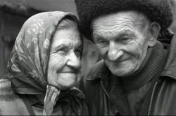 ОН НЕ ДАРИЛ ЕЙ ШУБ И МЕРСЕДЕСОВ... - ... но они вместе, потому что они любят друг друга.