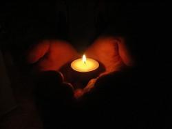 КОГДА ГОРИТ СВЕЧА В ДУШЕ - она освещает любовь