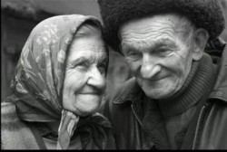 ОН ТАК И НЕ ПОДАРИЛ ЕЙ ШУБУ, ЗОЛОТО И  - мерседесс, но всеравно они счастливы