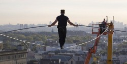 ЛУЧШИЙ СПОСОБ ОБРЕСТИ УВЕРЕНОСТЬ В СЕБЕ - - это делать то что ты боишся делать