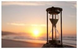 Жизнь и время - два учителя.  - Жизнь учит нас правильно распоряжаться временем, время учит нас ценить жизнь.