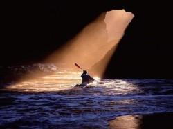 Не плыви по течению, не плыви против течения   - плыви туда, куда тебе надо.