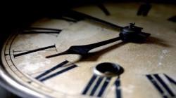 Время - удивительная штука. -  Его так мало, когда опаздываешь и так много, когда ждешь.